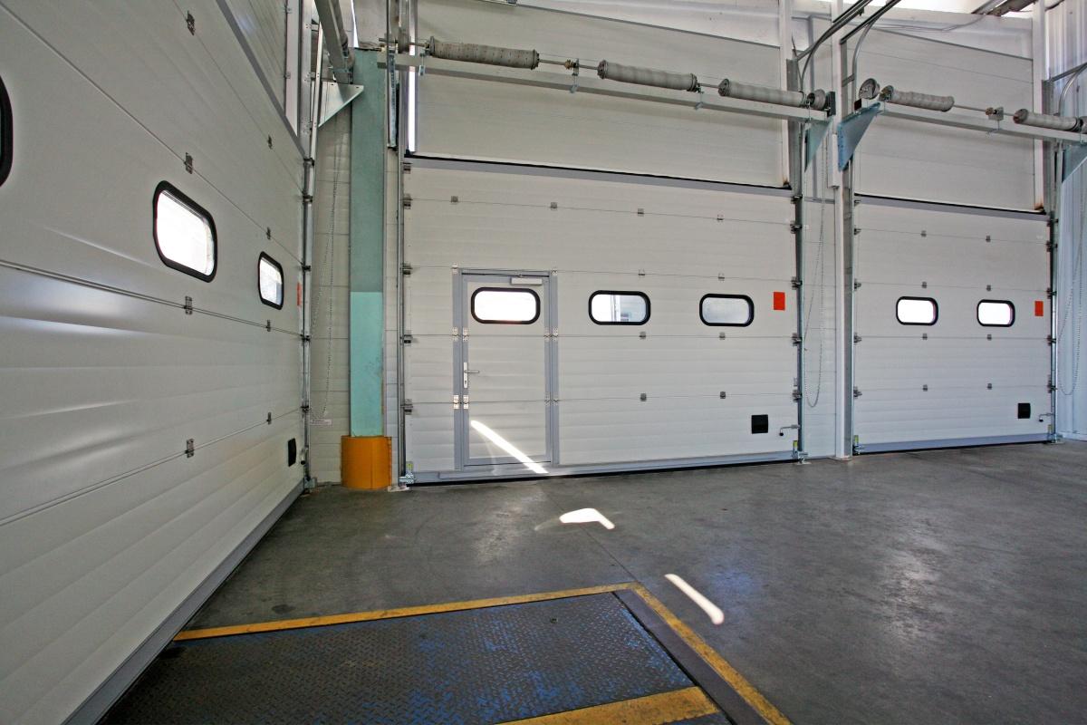 Секционные ворота Alutech (Алютех) – лучшее решение для современной автомойки.